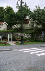 Gatlykta och plantering i hörnet Götaforsliden och Forsåkers
