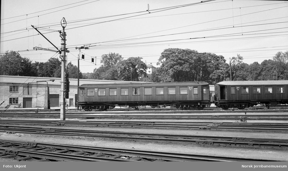 Personvogn litra Co3a nr. 603 på Kristiansand stasjon