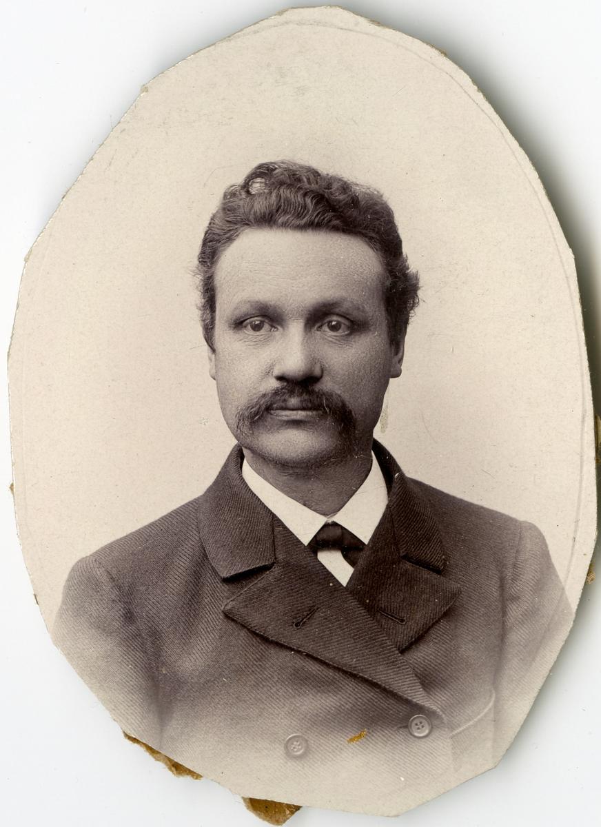 Porträtt av E.G. Lauren vid Stockholms Tyg-, ammunitions- och gevärsförråd.
