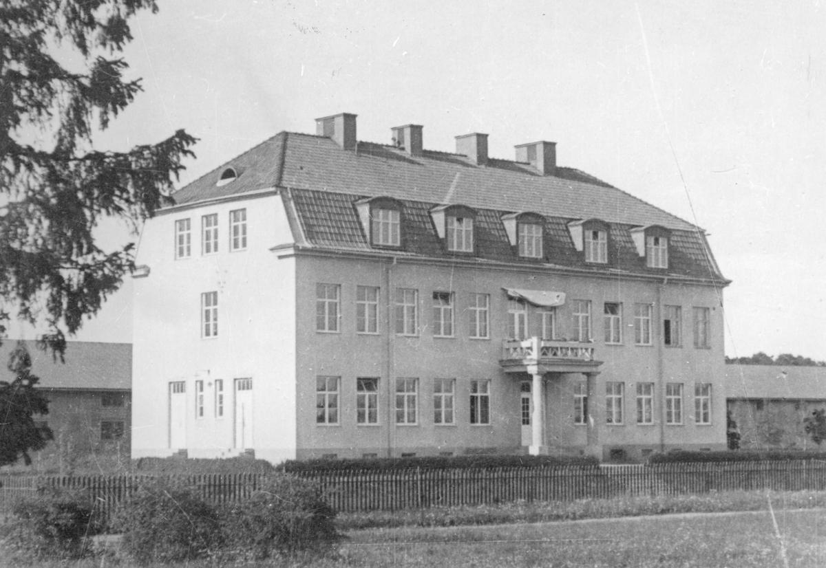 Byggnad vid Upplands artilleriregemente A 5 i Uppsala.