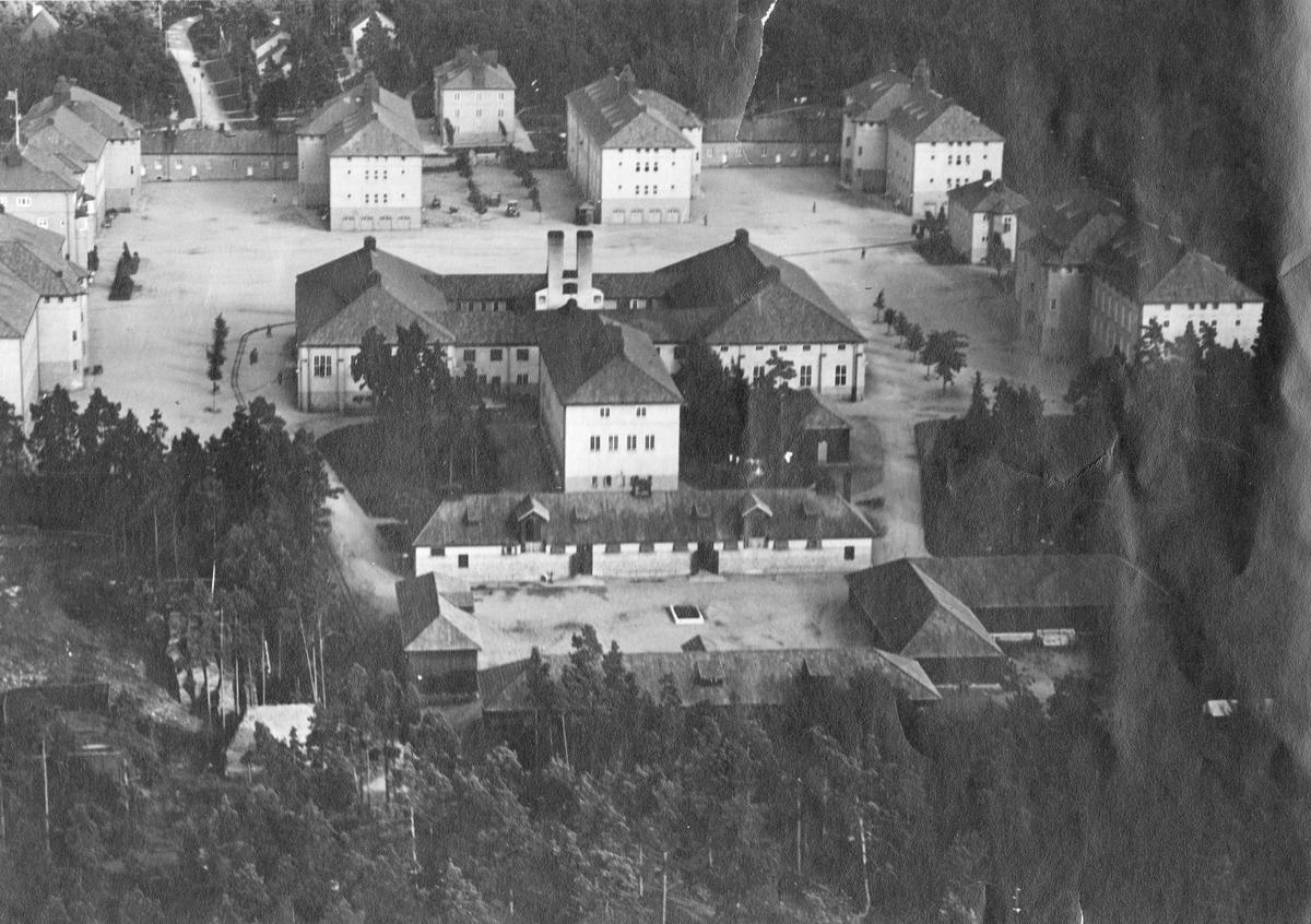Flygfoto över Södermanlands regemente I 10 kasernområde.