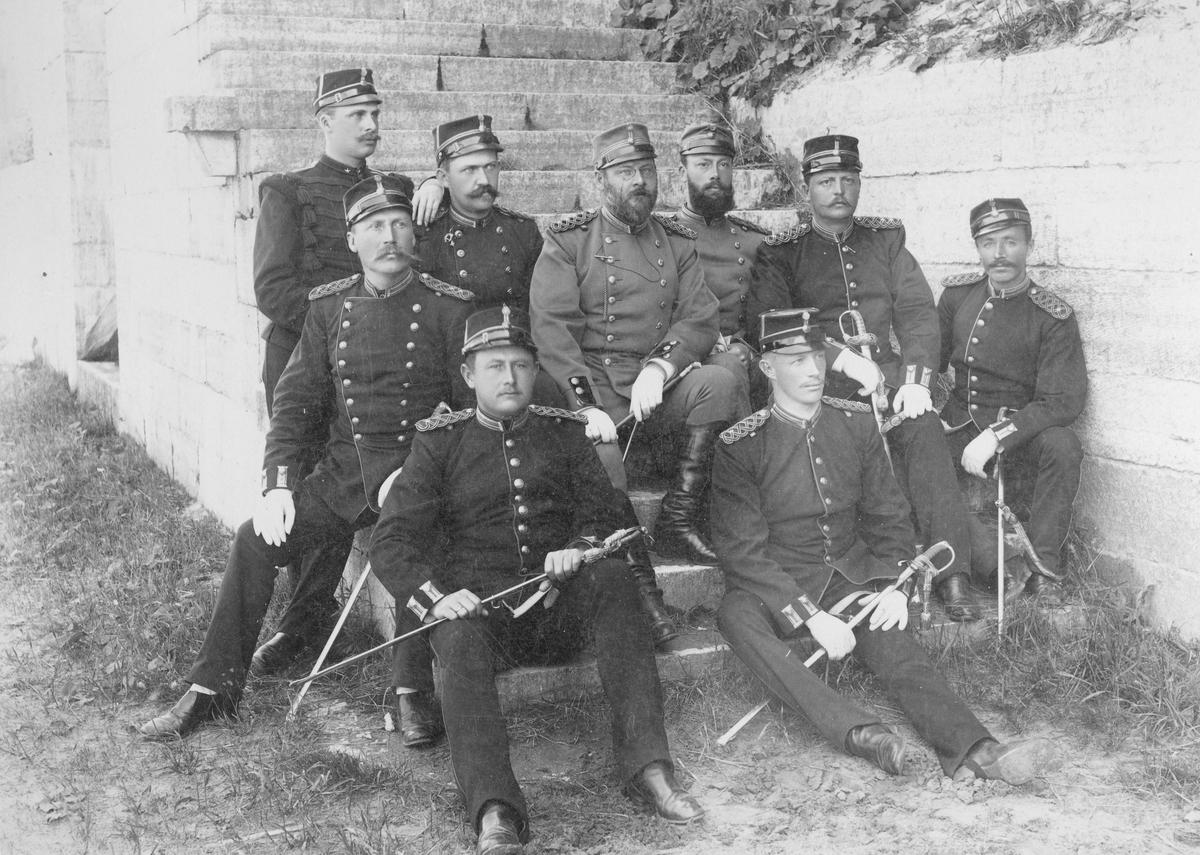 Officerare sittande i trapp vid Karlsborgs fästning.
