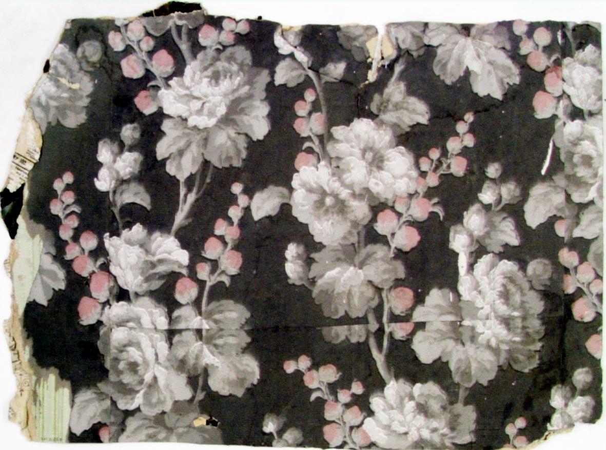 /Sjok uppsatt på tidning från 1883/  Stort växande rosenmönster på gren i vitt, rosa och flera ljusgrå nyanser på en grå bakgrund.