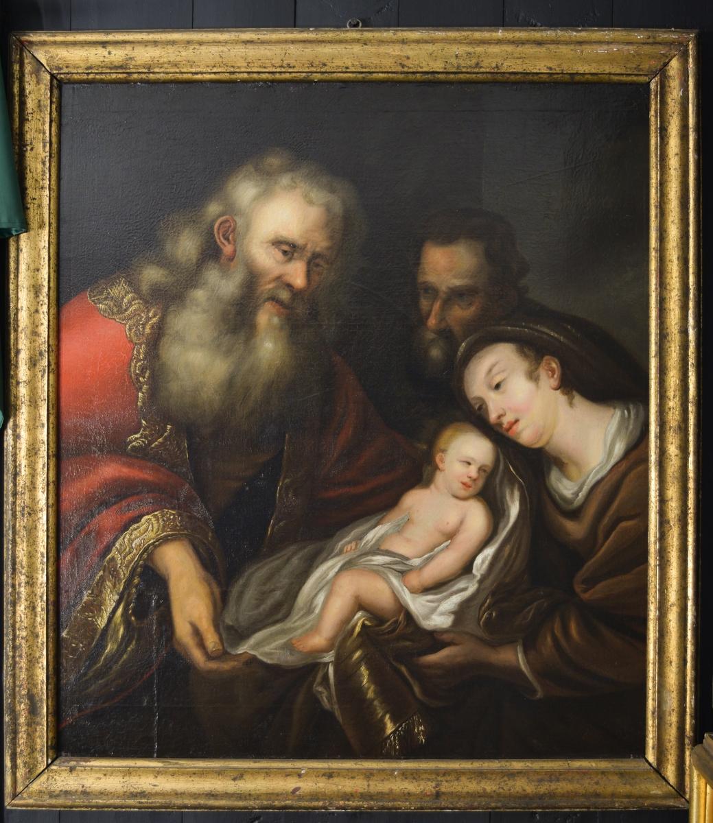 Til venstre Gud med grått hår og skjegg i rød kappe besatt med gylne bånd. I midten, delvis i hvitt klede, Jesus-barnet som holdes av Madonna til høyre. Hun er kledt i brunt og noe hvitt. Bak skuler Josef mot Gud. Mørk bakgrunn.