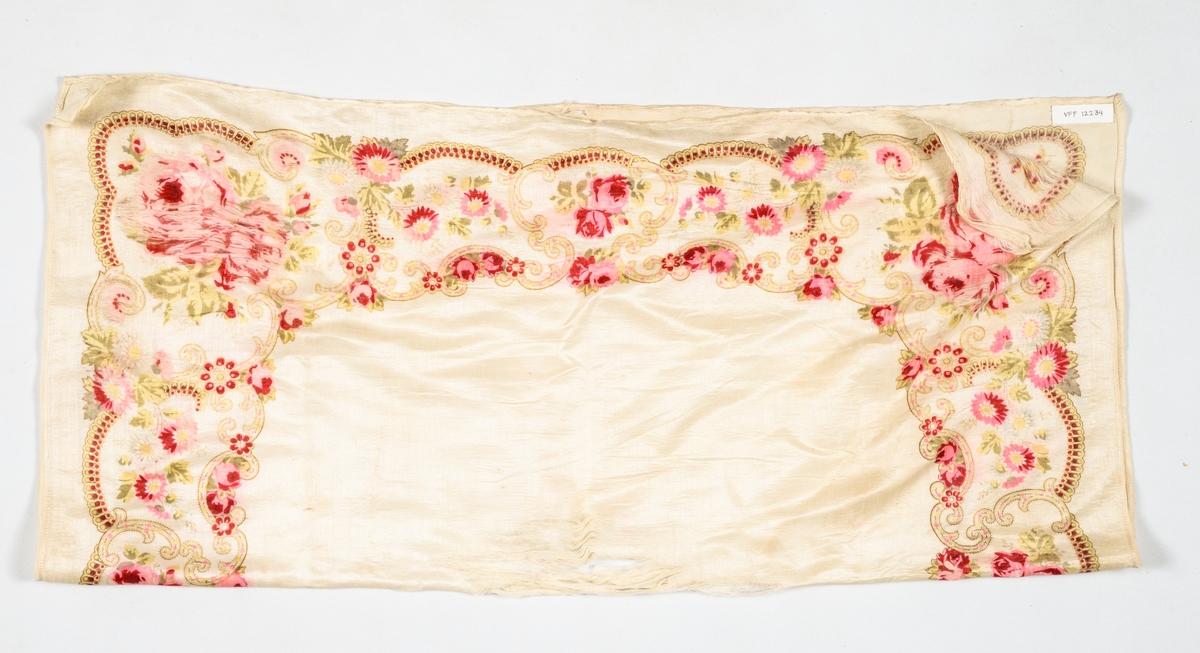 Tørkle i kremkvit silke, med trykt mønster i rosa, burgunder, lys rosa, gult, og beige. Falda med maskin i to sider.