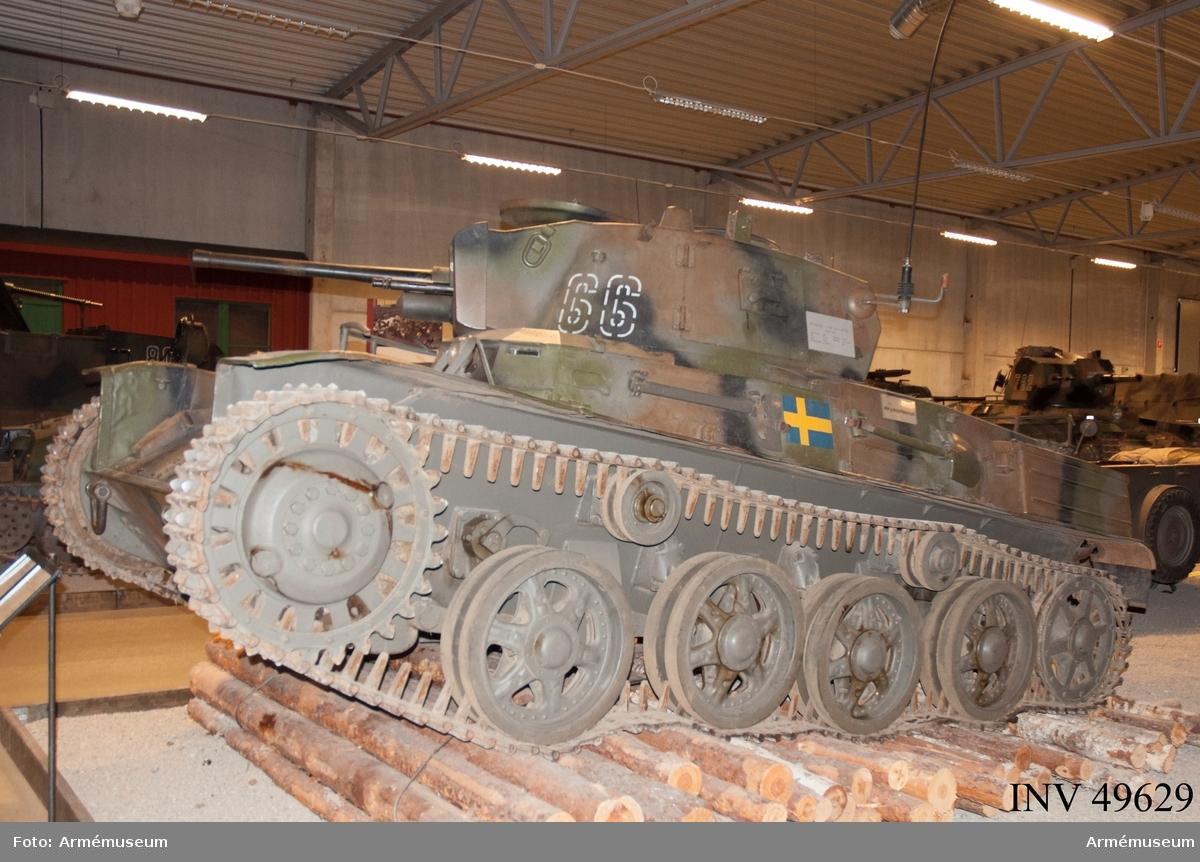 Grupp E XII.  Vagnen är i originalutförande. Komplett inklusive tillbehör. Med stor sannolikhet i originalskick. Osedvanligt gott skick. Radio 25W Sv. 1 st 37 mm kanon m/1938 Strv och 1 st kulspruta m/1936 strv monterad./SK 2006-12-18