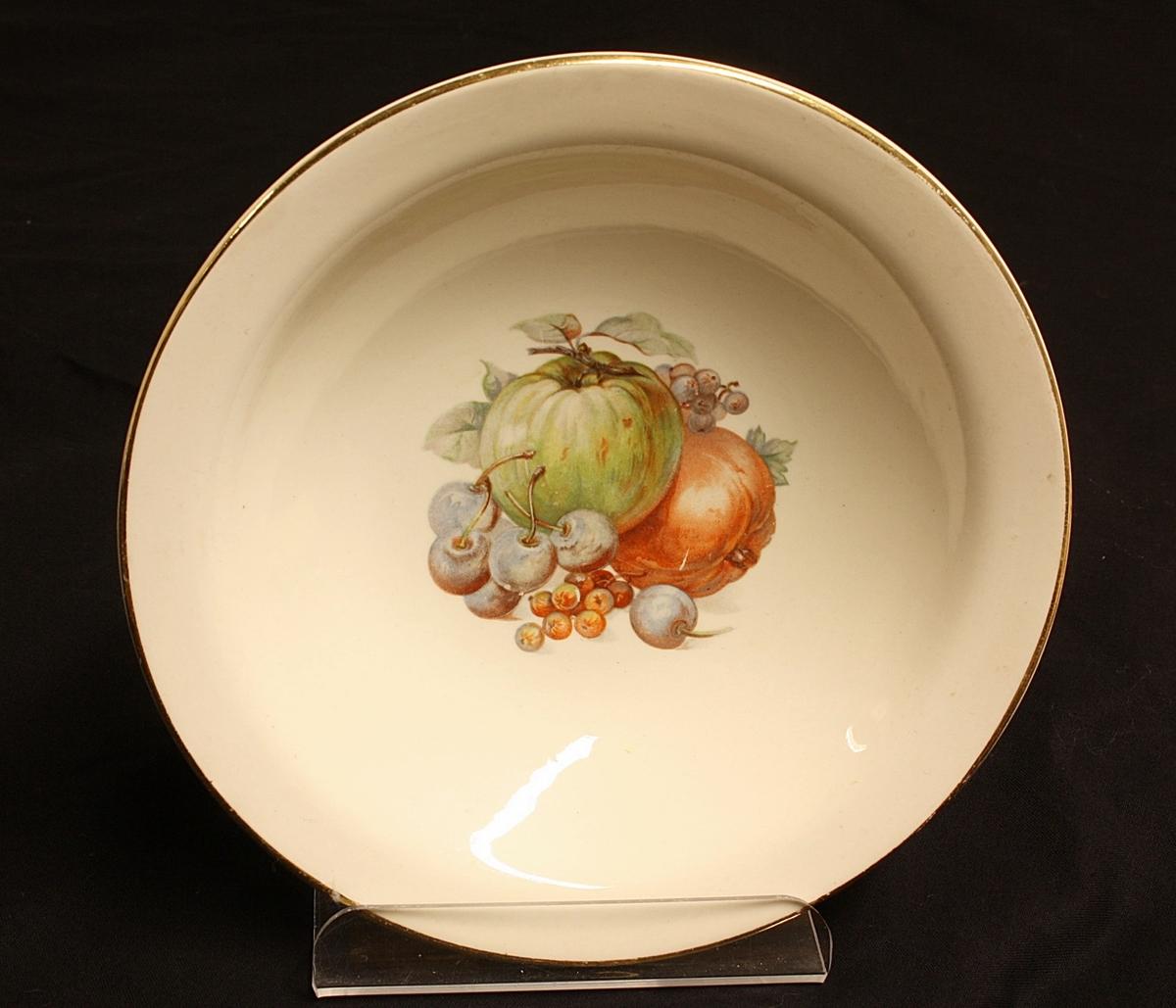 Fruktdekor. 1: ananas, plomme,bjørnebær 2: pærer,druer, 3: eple,moreller,rips, solbær