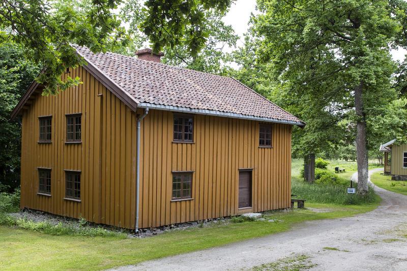 Korsegården. Gjenoppført på Follo museum i perioden 1989-93.