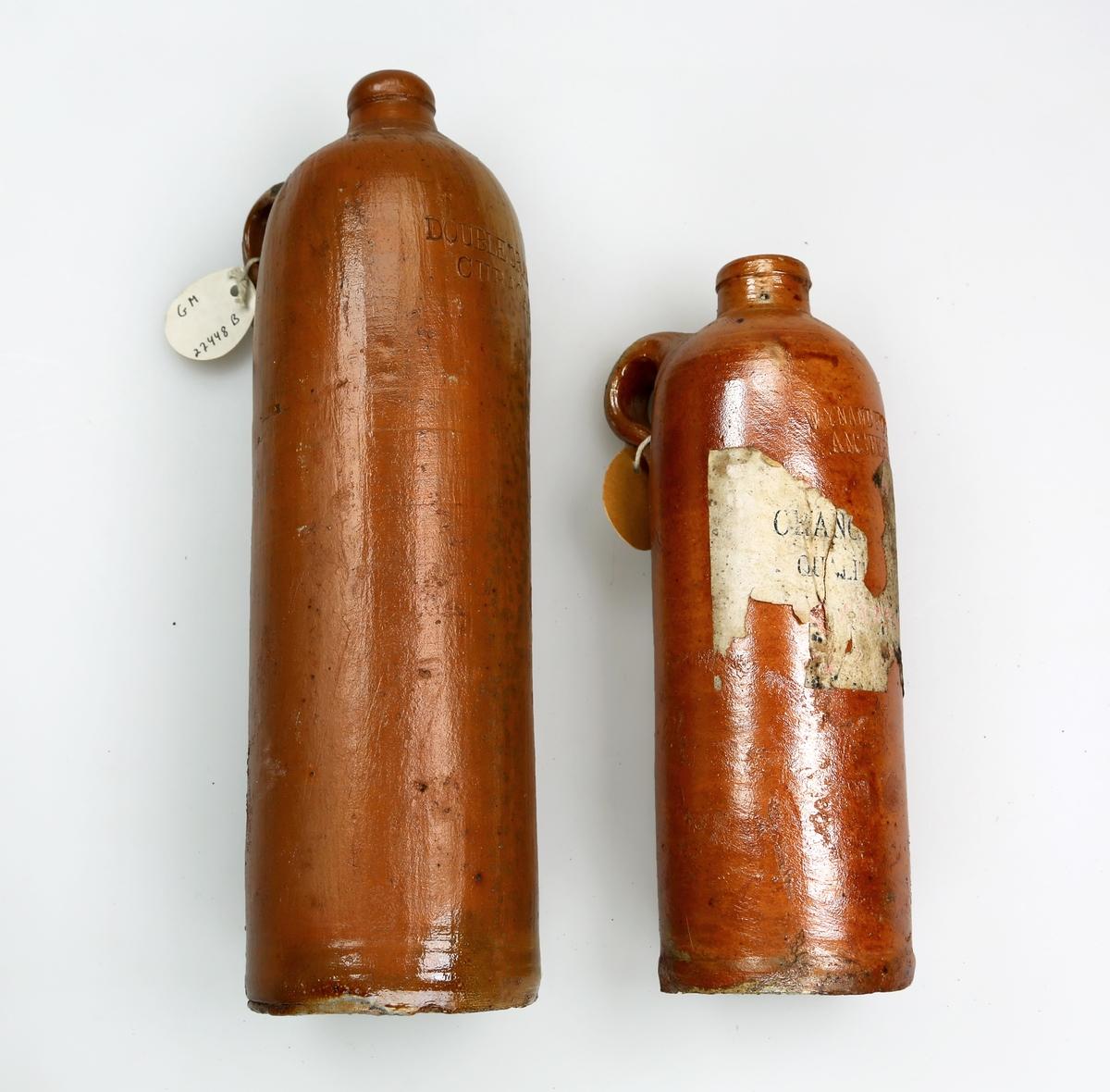 Flasker, to stykker, av leire