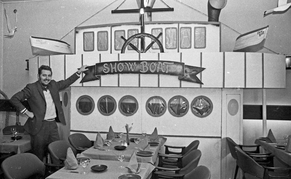 """Dekokatør Rolf Skalleberg. Kullisser - """"Showboat""""."""