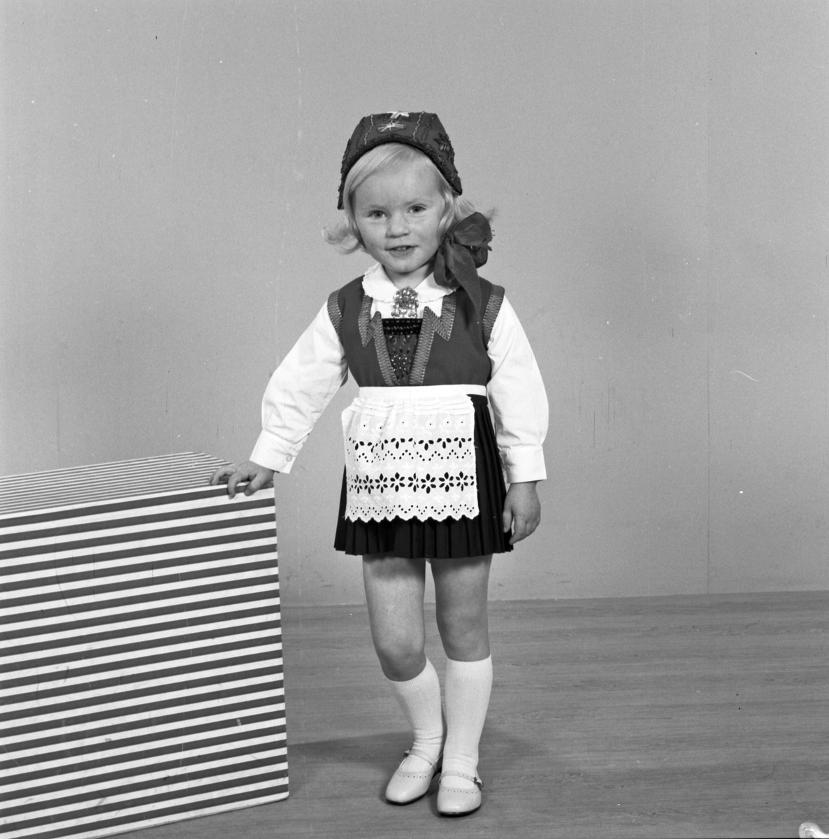 Portrett ung jente i bunad - bestiller Astrid Welle