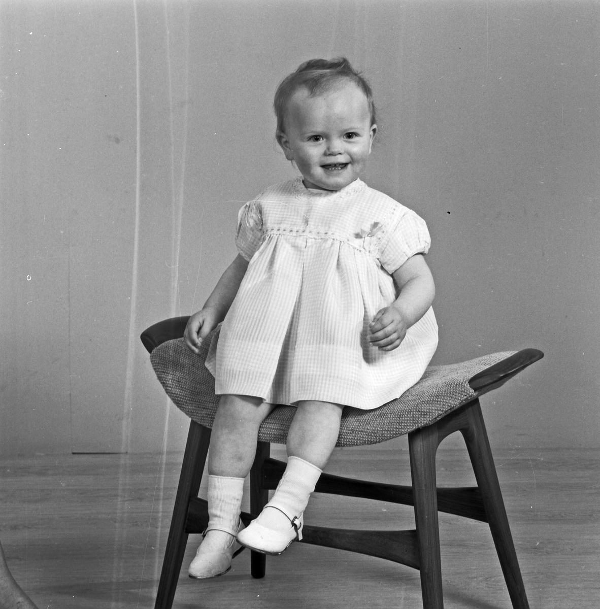 Portrett ung pike - bestiller Odd Bjelland