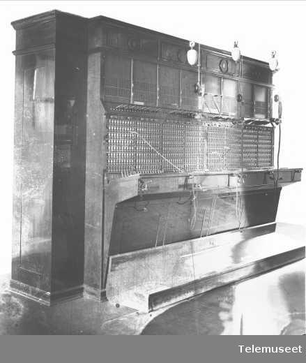 Telefonsentral, magneto multippelbord, 3 eksp. plasser. Moss. Elektrisk Bureau.