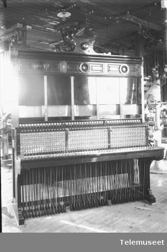 Telefonsentral, magnetoveksler, bakside, 17.9.12. Reykjavik. Elektrisk Bureau.
