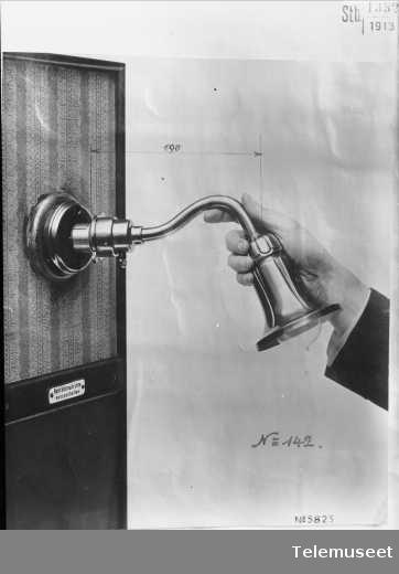 Telefonutstyr, deler, veggarm.  28.1.14. Elektrisk Bureau.