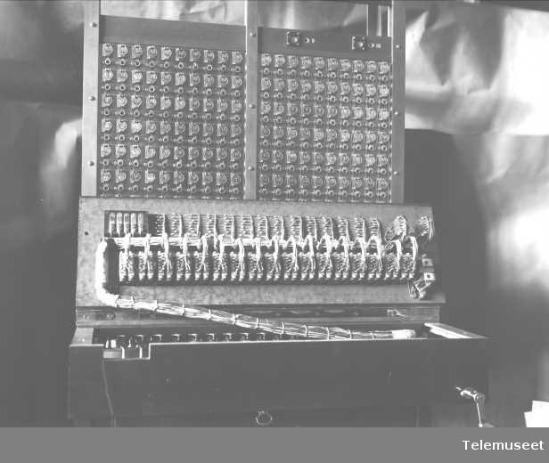 Telefonsentral, magneto multippelveksler for Asti, ekspedisjonsplaten med kabelføring. 12.4.1915. Elektrisk Bureau.