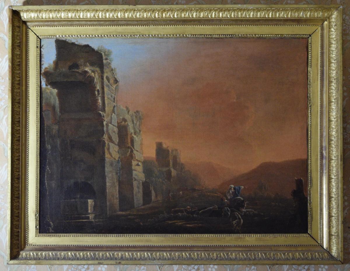 En akvedukt i ruiner skjærer diagonalt inn i bildet fra venstre. Til høyre sauer og to personer. En av dem sitter på et esel (?) og peker mot høyre. I bakgrunnen fjell i sterkt gulrødt lys. Ser man på akvedukten kan motivet være hentet fra en rekke steder. Troligst er, når man tar landskap og personenes klesdrakter i betraktning: Nord-Afrika eller mulig Tyrkia.