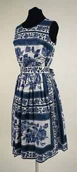 Ärmlöst klänningsliv av mönstertryckt bomullstyg. Konfektionssydd.
