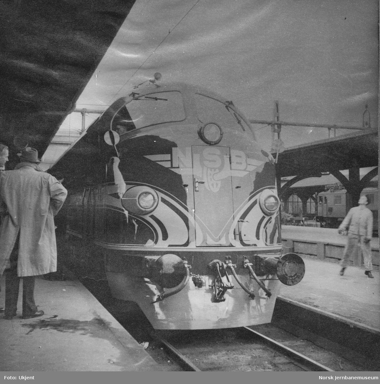 Innleid diesellokomotiv fra NOHAB, senere Di 3 602, overtakelse i Sverige