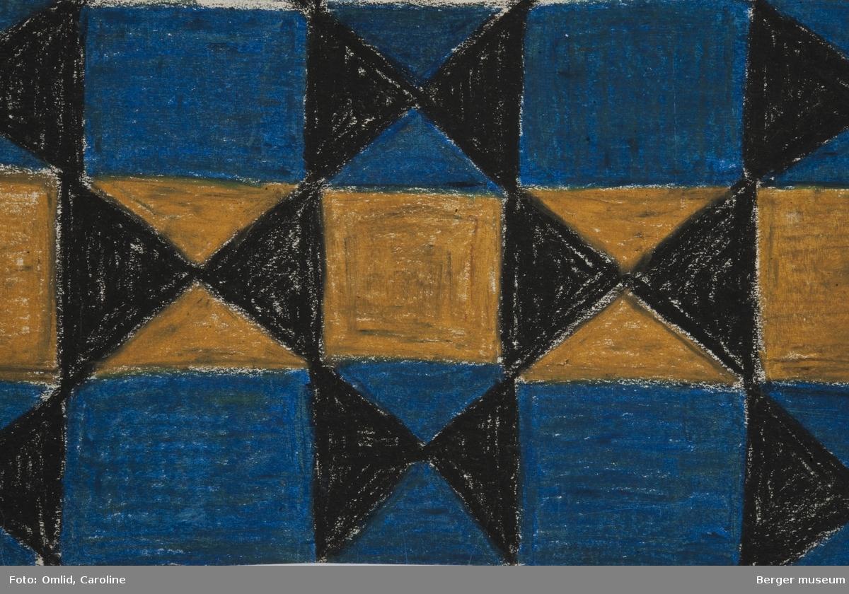 Mønsteret er inndelt som langsgående striper dekorert med trekantmønstre i svart