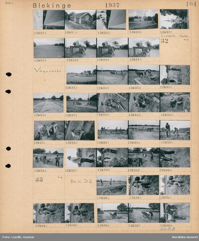 Motiv: Blekinge; Landskapsvy med stensatt väg, exteriör av ett hus, exteriör av Listerby kyrka, landskapsvy med åkrar, en cykel med packning står lutad mot ett mjölkbord med mjölkkannor.  Motiv: Blekinge, Vägarbete; Två män står på en hästdragen vagn och åser stenkross, män som arbetar med vägarbete, porträtt av två män.  Motiv: Blekinge, Vägarbete; Män arbetar med ett vägbygge.