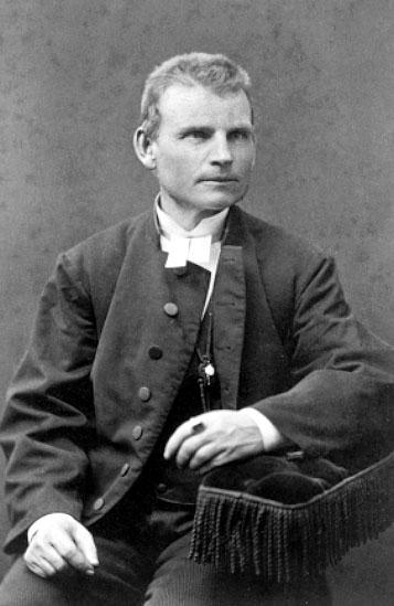 J. G. Sahlström kyrkoherde i Eriksberg.Johan Gustaf Wetterholm, f. 1848, drev fotoateljé i Jönköping. Firman etablerades 1869.