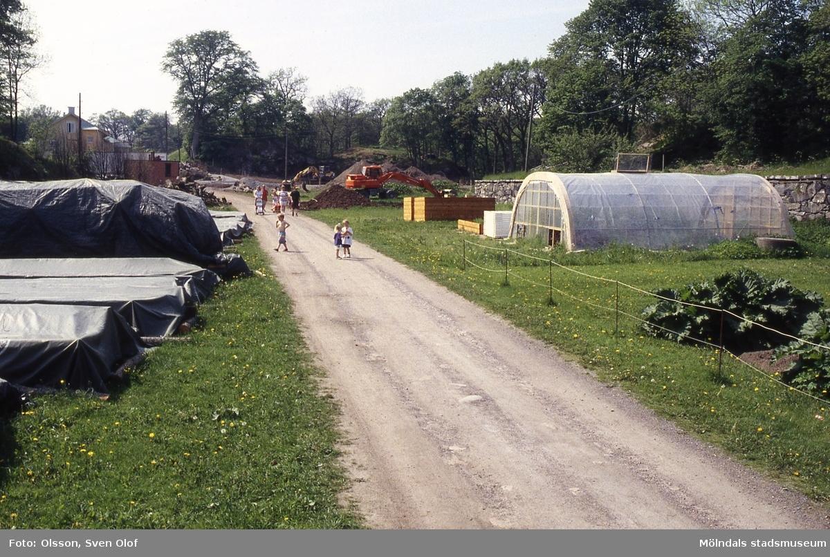 Byggnation vid Christina Halls väg i Gunnebo, Mölndal, i juni 1996.
