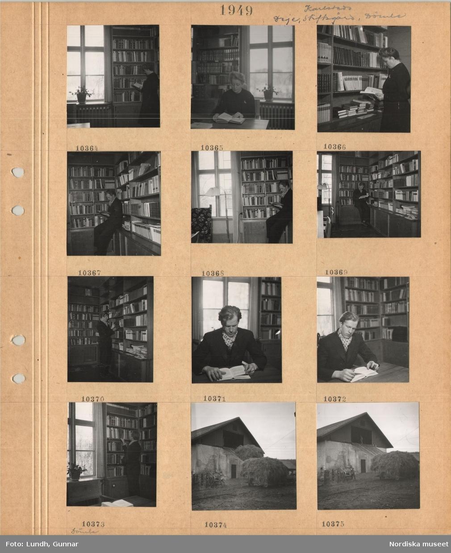Motiv: Karlstads stiftsgård, rum med bokhyllor längs väggarna, en kvinna möjligen Ester Lundh står och tittar i en bok, kvinna sitter vid bord och läser en bok, en man står och tittar läser i en bok, en man sitter vid ett bord och läser en bok, vagn med hölass framför en lada.