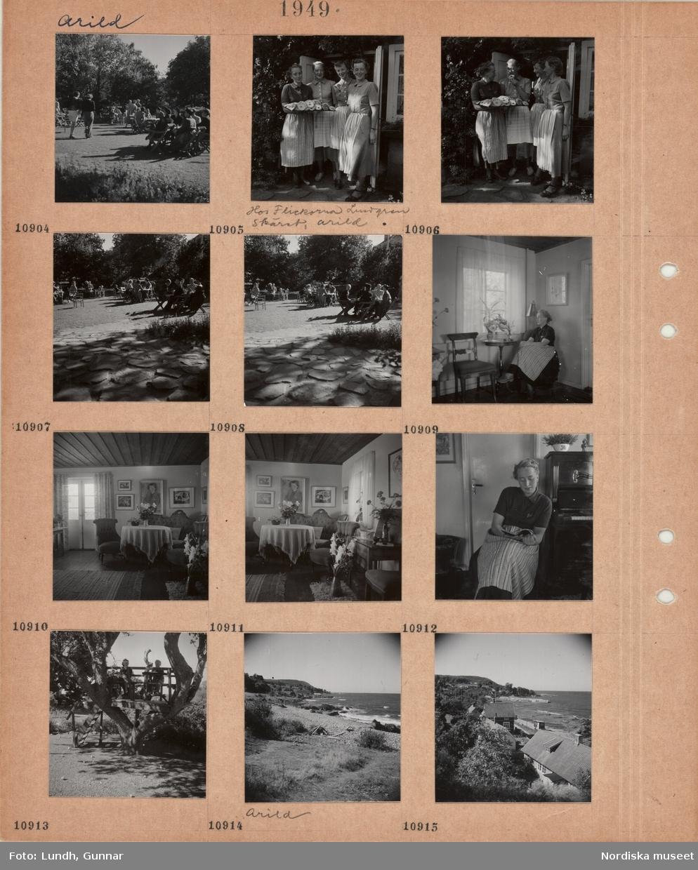 Motiv: Arild, uteservering i trädgård, besökare vid bord, fyra kvinnor med förkläde står i dörröppning, en av dem håller en bricka med kakor, hos flickorna Lundgren, Skäret, Arild, kvinna med förkläde sitter vid ett fönster, bord med blomvaser, interiör med äldre soffgrupp, modern konst på väggen, blomvaser, kvinna i förkläde sitter och läser vid ett piano, plattform byggd i träd med två personer, Arild, klippig strand, bostadshus vid strand, i bakgrunden en hamn.