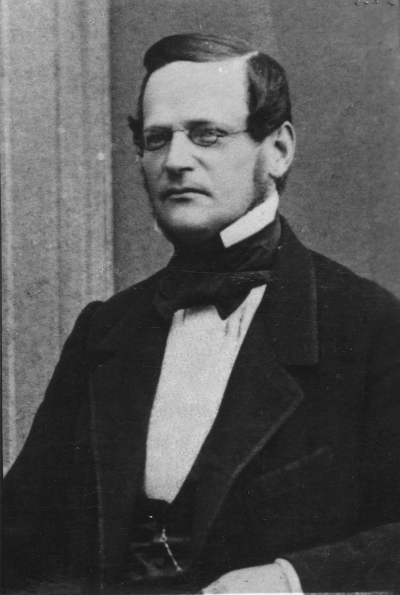 """Född: 1819 Död: 1863 Ledamot av direktionen för Gefle Stads Sparbank 1849-55. (Se medlemsförteckning i C B Berggren """"Handelssocieteten i Gefle 1738-1938"""" (1938)."""