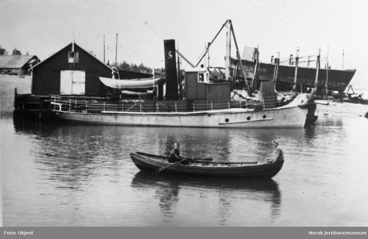 Dampbåten SULITELMA III ved slippen på Moen