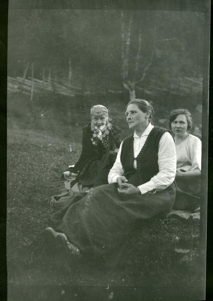 Fra venstre: Maria Hagen, Kari Smedsrud.