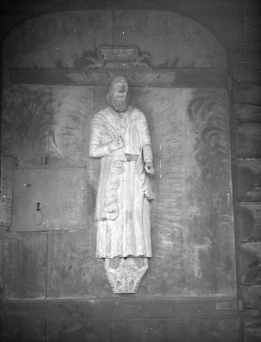 Sødorp kirke, Nord-Fron: Sakkeus, «Den bodferdige Tolder» på østportalen i Sødorp kirke