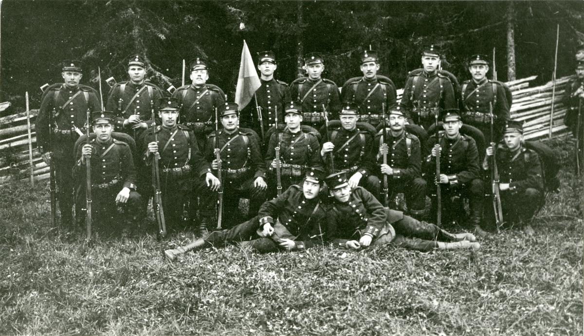Grupporträtt av beväringar vid Södermanlands regemente I 10.