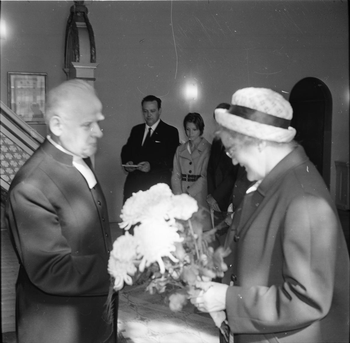 Sven-Erik Lingman hälsas välkommen. Arbrå augusti 1968