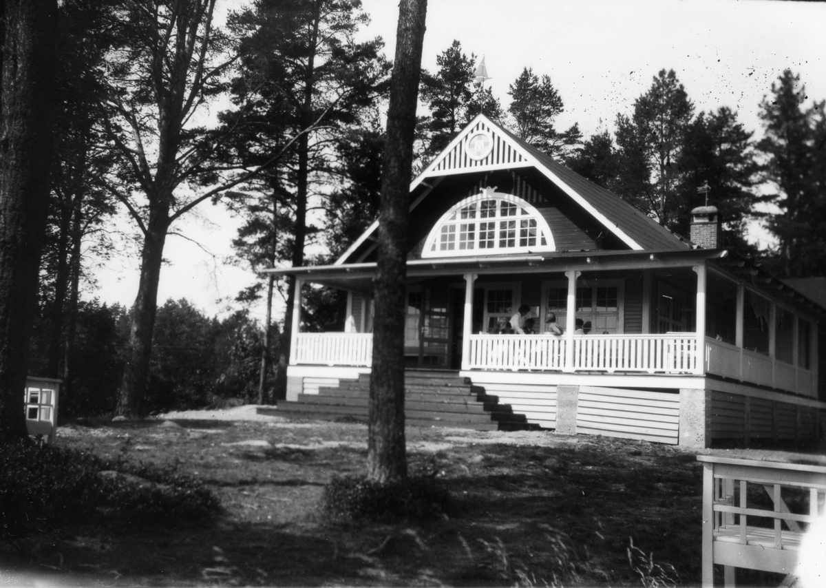 Gefle Segelsällskaps klubbhus Huseliiharen vid Engesbergsviken på Norrlandet. Invigdes den 27 juli 1906.