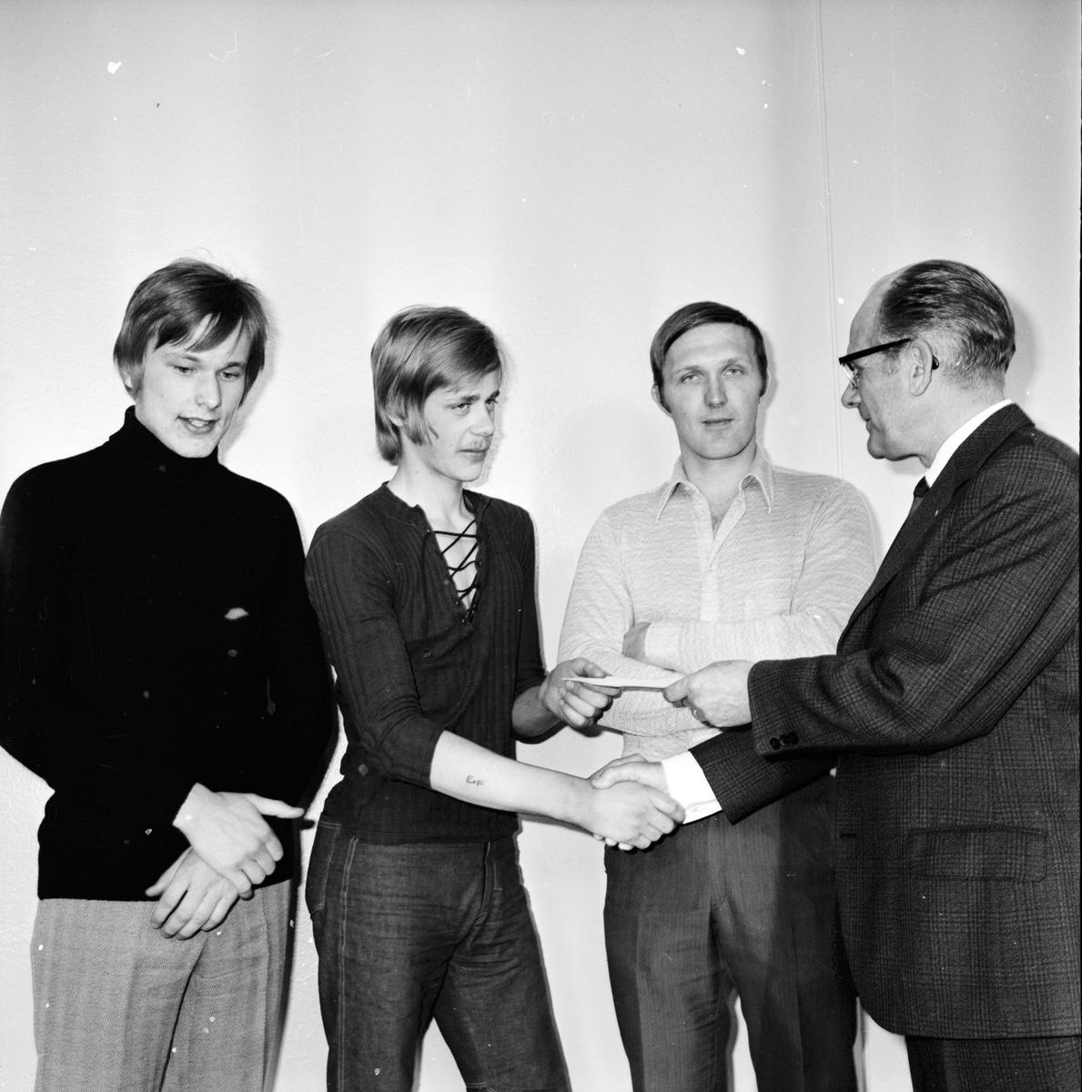 Nytorp, Avslutning,Julfest, Rektor Andersson avtackas, December 1971