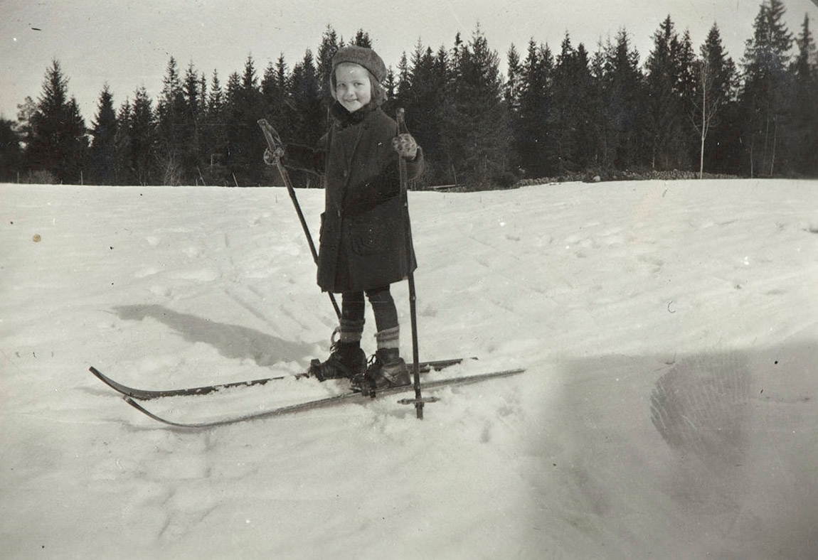 Barn på ski, ukjent, vinter, lek, skiutstyr,
