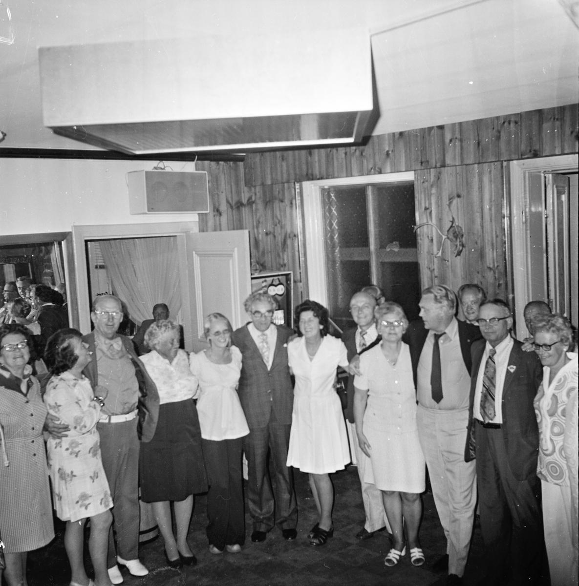 Amerikagäster på fest i Voxna herrgård. 5/8-1973