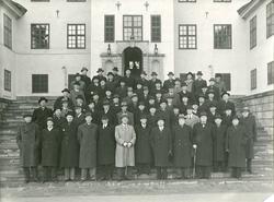 Grupporträtt av officerare från officerskurs vid Krigsskolan