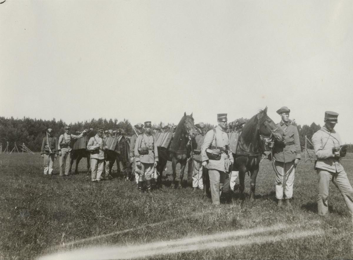 Transport av kulspruta och ammunition med häst.