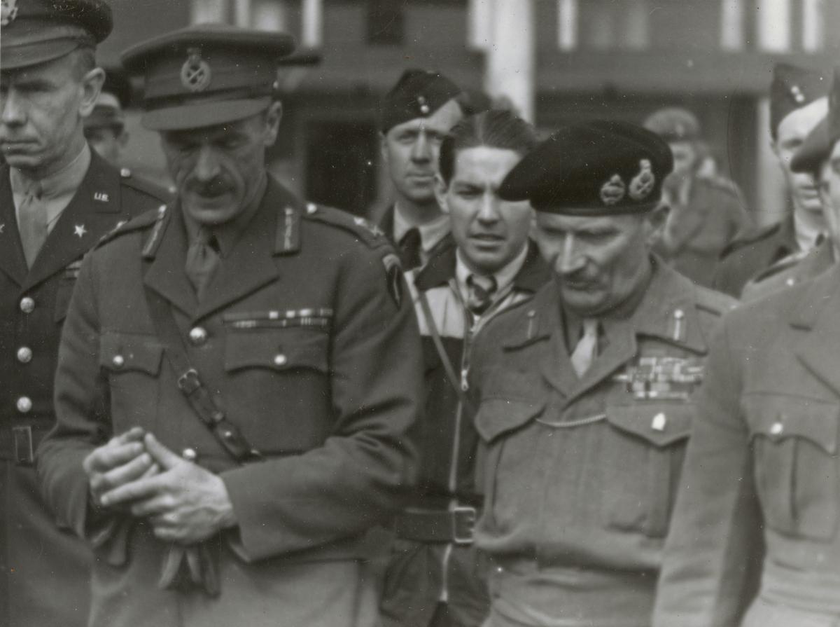 Generalmajor Dewing och fältmarskalk Montgomery på Kastrup, Danmark.