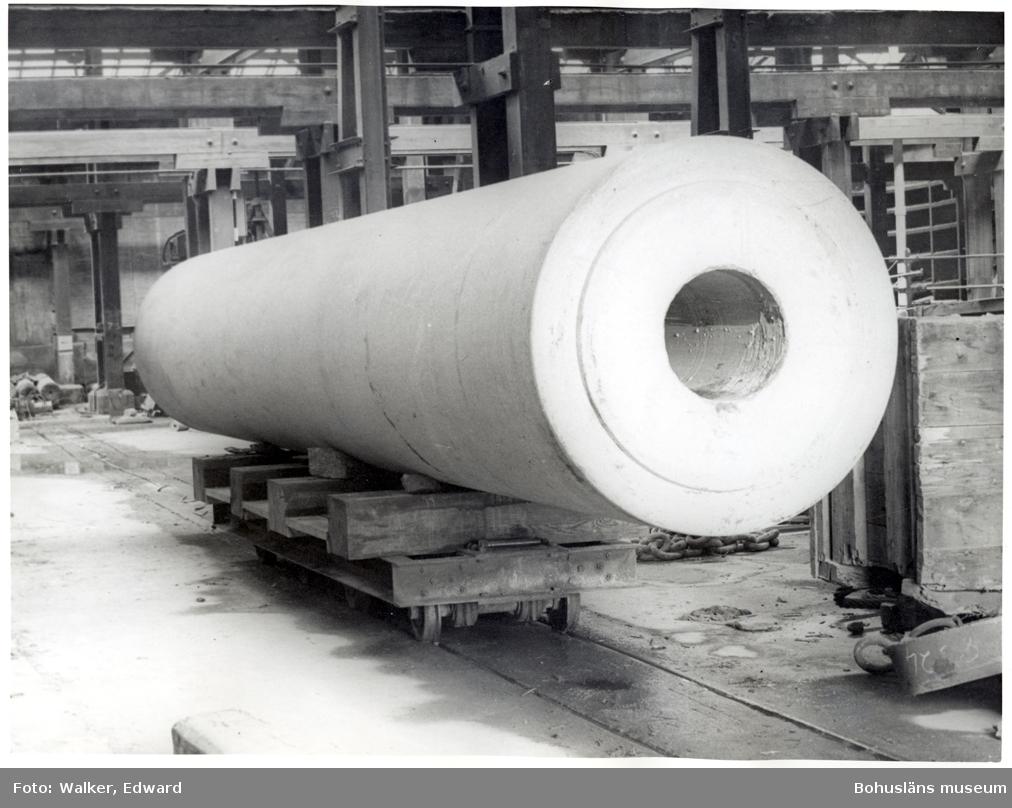 Pappersvals av granit som tillverkades i Rixö, den fraktades till Göteborg och därefter till ett pappersbruk i Skottland (troligen Aberdeen)
