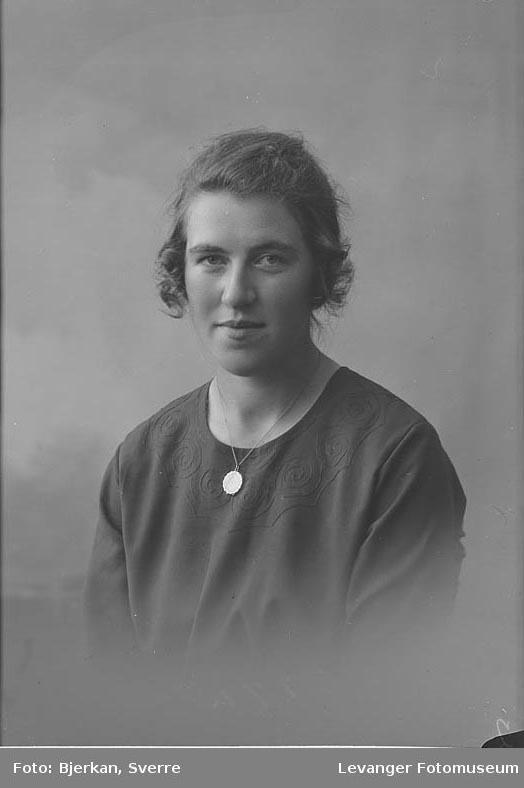 Portrett av Lydia Eriksen.