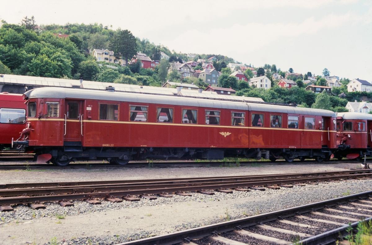 NSBs dieselmotorvogn type  86, BM86 L 22, på Marienborg i Trondheim.