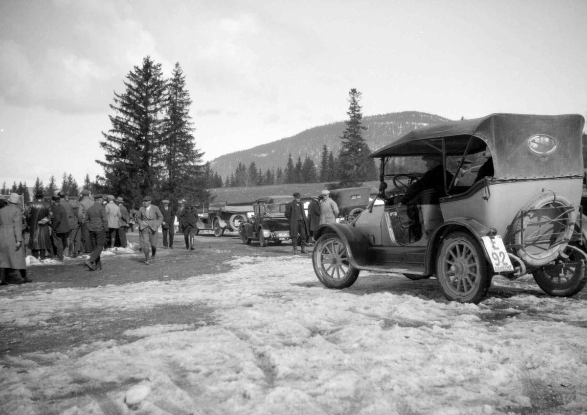 Hovedlandsrennet 1927. Transport. Parkering på Stampesletta.