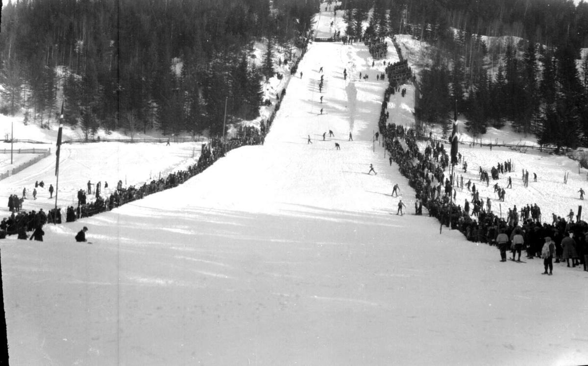 Hovedlandsrennet 1927. Tråkking av bakken