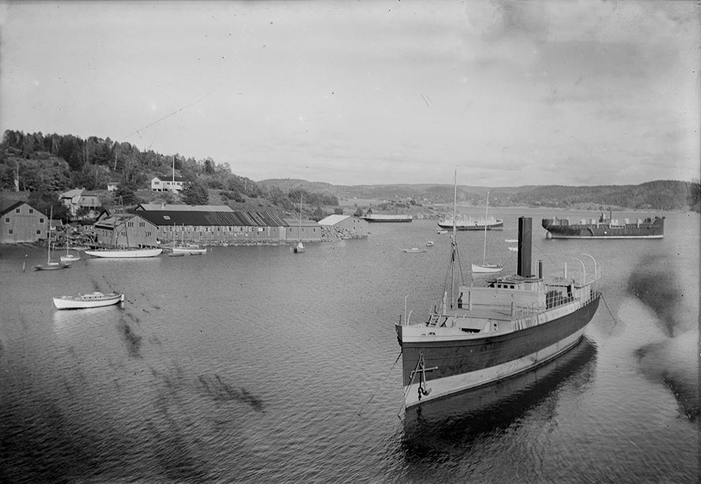 Vy över skärgården med ett fartyg i förgrunden