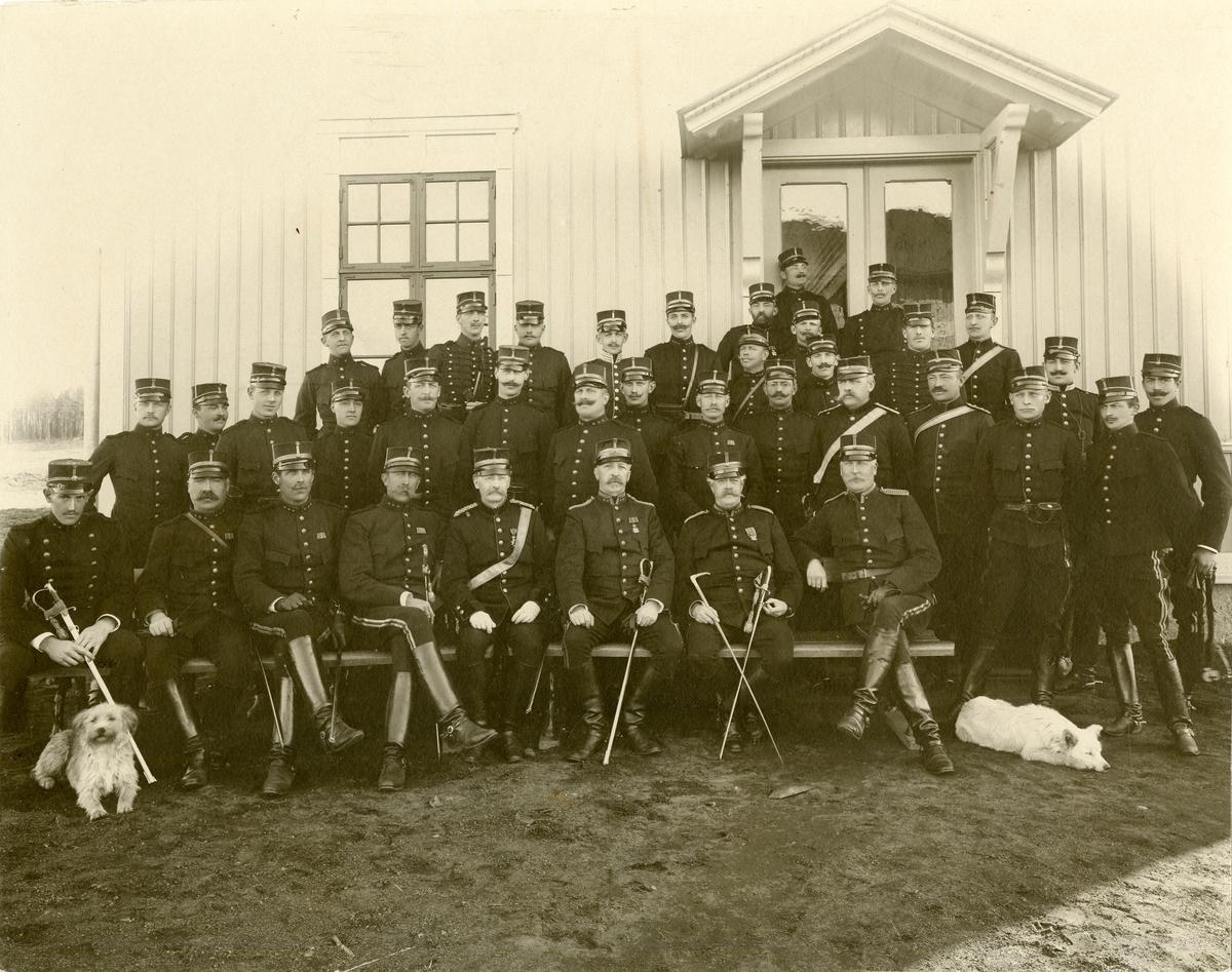 Grupporträtt av officerare vid Artilleriets skjutskola, Skillingaryd.