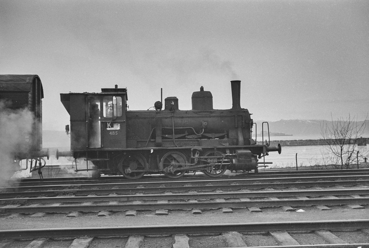 Damplokomotiv type 25e nr. 485 i skiftetjeneste på Trondheim stasjon.